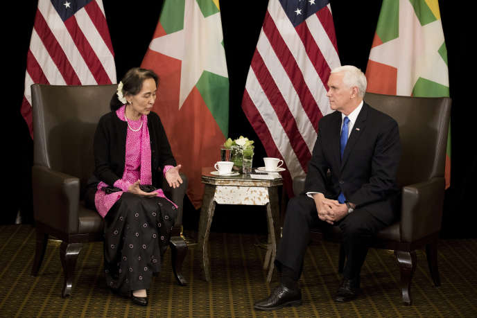 Rencontre entre Mike Pence, le vice-président états-unien, et Aung San Suu Kyi, la dirigeante birmane, à Singapour, mercredi 14 novembre 2018.