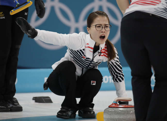 La « skip » coréenne, Kim Eun-jung, et ses coéquipières ont remporté l'argent olympique à Pyeongchang.