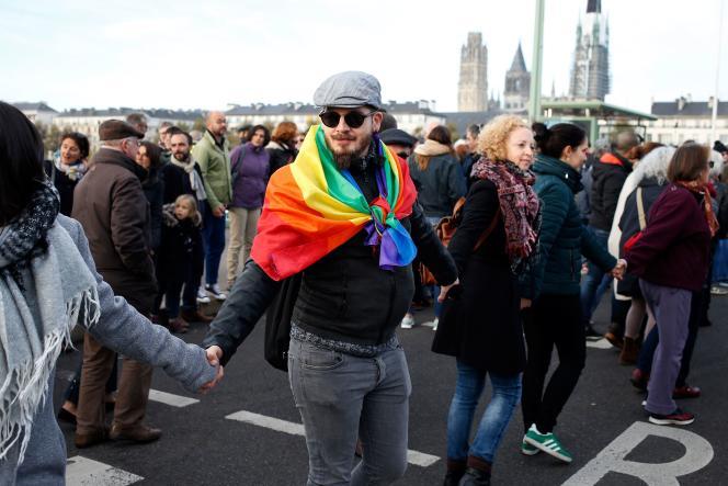 Rassemblement pour dénoncer l'homophobie, à Rouen, le 3 novembre.