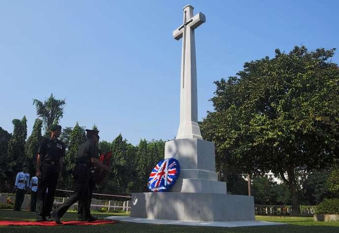 Cérémonie d'hommage aux combattants indiens de l'armée britannique morts durant la Grande Guerre, à Calcutta (Inde), le 11 novembre.