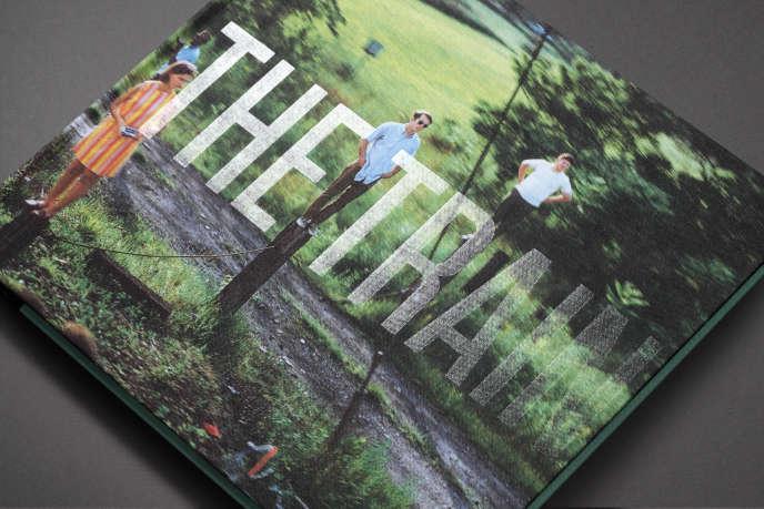 Couverture du livre de l'exposition «The Train» par la designer graphique Agnès Dahan (éditions Textuel).
