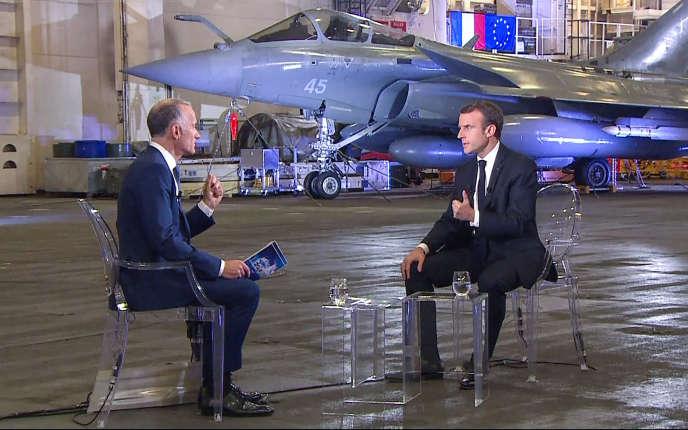 Emmanuel Macron accorde un entretien au journaliste Gilles Bouleau, diffusé sur TF1, depuis le porte-avions« Charles-de-Gaulle», le 14 novembre.
