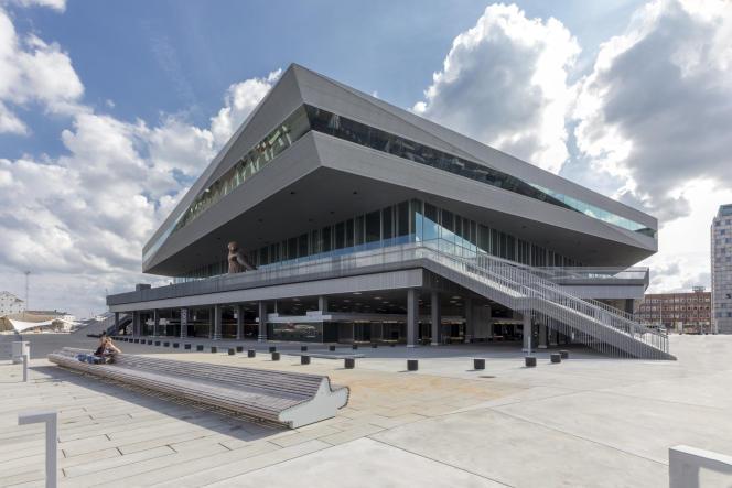 La bibliothèque-médiathèque, Dokk1, faite de verre, d'acier et de béton, a été bâtie sur les anciens docks.