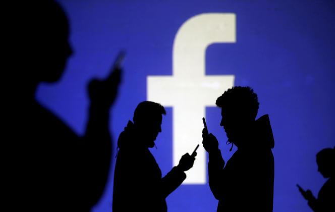 Les contenus controversés sont détectés sur Facebook grâce à l'intelligence artificielle ou parce qu'ils sont signalés par des utilisateurs.