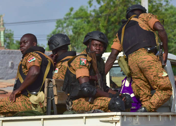 Une patrouille de soldats burkinabés à Ouhigouya, dans le nord du pays, le 30 octobre.