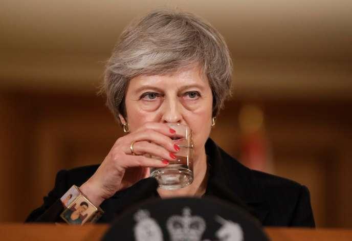 Theresa May lors d'une conférence de presse au 10 Downing Street, à Londres le 15 novembre.