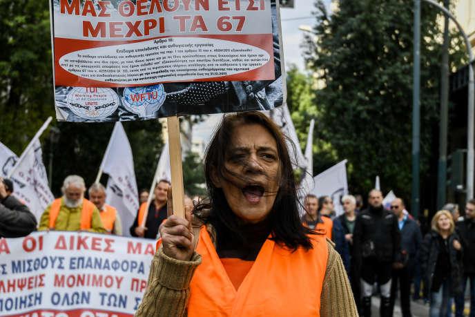 Manifestation de salariés de la fonction publique, à Athènes, le 14 novembre.