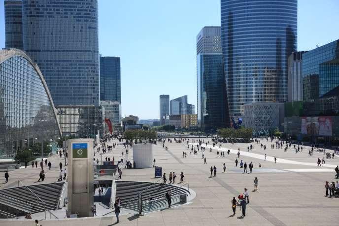 « Sur les douze derniers mois, les SCPI ont délivré un rendement moyen de 4,4 %, auquel il faut ajouter 0,7 % de revalorisation de leur patrimoine, ce qui porte donc la performance globale à 5,1 %» (La Défense, premier centre d'affaires en Europe).
