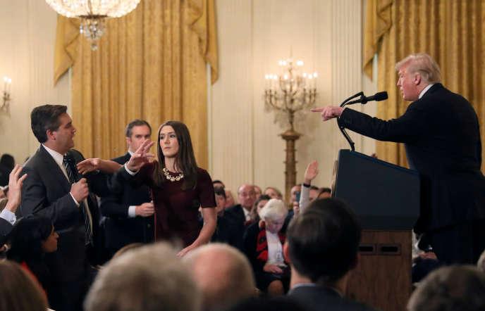 Le 7 novembre, Jim Acosta s'était fait vertement réprimander par le président des Etats-Unis après une question sur sa politique migratoire.