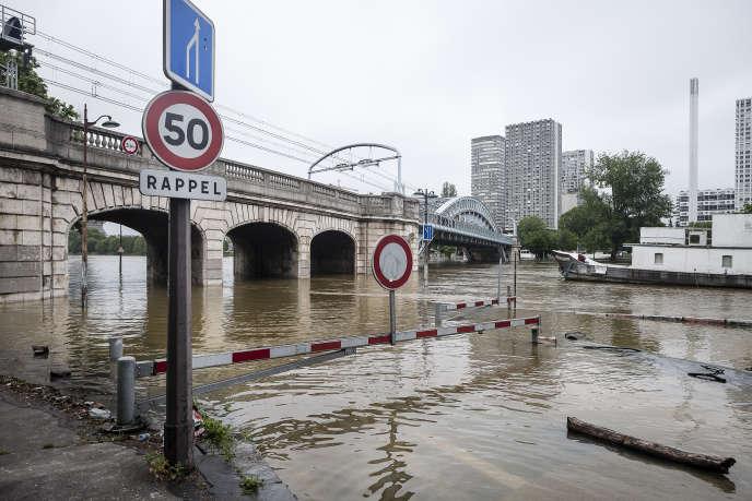 Quartier Pont Mirabeau, inondation de la Seine, Paris, Juin 2016.