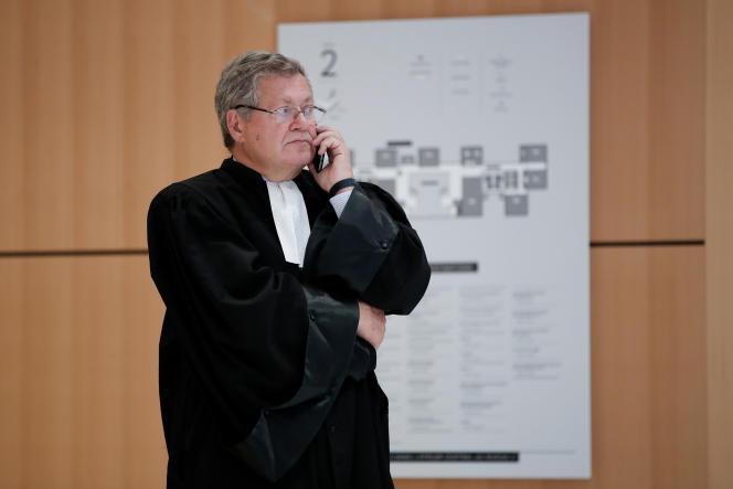 Me Jean Veil, l'un des avocats d'UBS AG, à Paris, le 11 octobre.