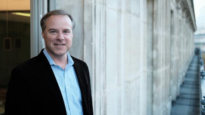 Colin Crowell, directeur général des affaires publiques de Twitter.