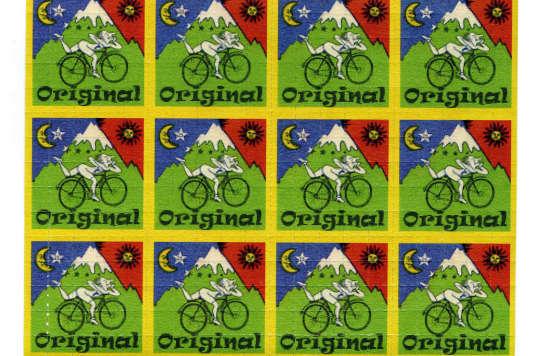 Des doses de LSD, sous forme de feuilles de timbres, saisies le 15 août 2008 auprès d'un Brésilien dont la valise contenait 40 000 doses.