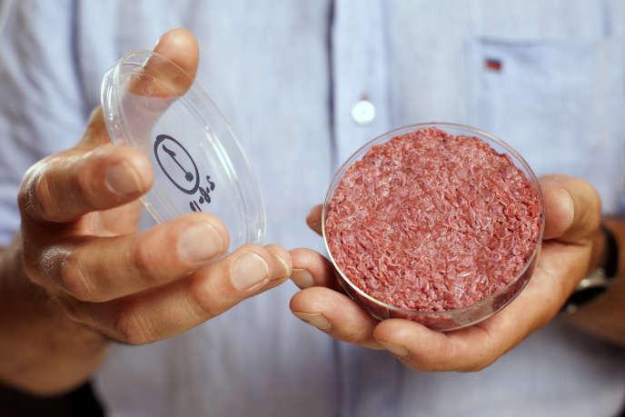 Un burger élaboré en laboratoire à partir de cellules de bœuf, à Londres, en 2013.