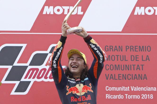 Can Oncu après sa victoire au Grand Prix de Valence, le 18 novembre 2018.