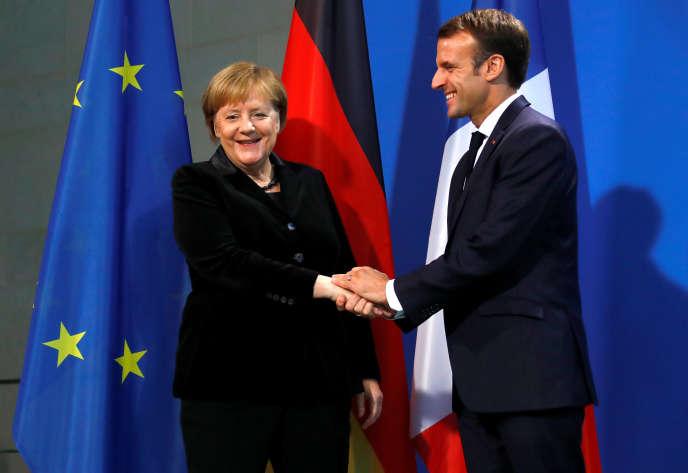 La chancelière allemande, Angela Merkel, et Emmanuel Macron, au Bundestag à Berlin, le 18 novembre.