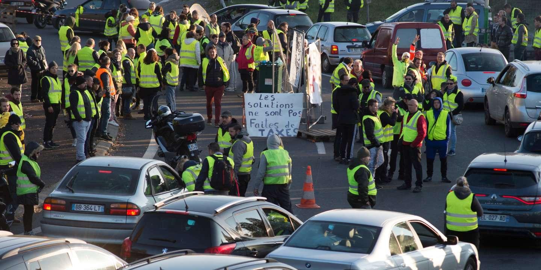 lemonde.fr - - Gilets jaunes - : Edouard Philippe dit - entendre la colère - mais affirme que - le cap sera tenu -