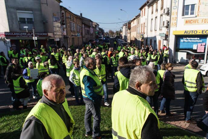 Barrage filtrant de «gilets jaunes» à Revel (Haute-Garonne), le 17 novembre.