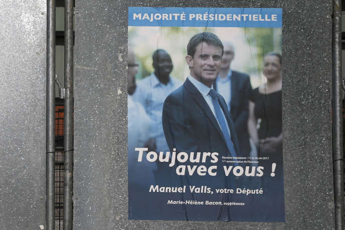 Manuel Valls campaign poster during the parliamentary elections in Evry, June 11, 2017. As Monsieur Essonne resigned.