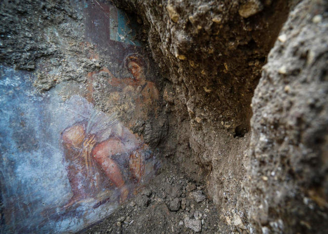 La fresque mise au jour à Pompéi représente Léda, la reine de Sparte, et Zeus, qui a pris la forme d'un cygne pour la séduire.