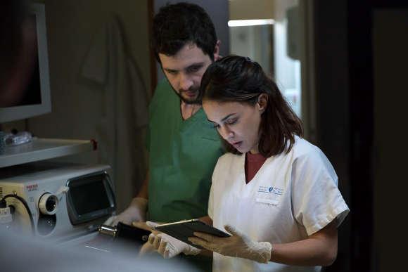 Karim Leklou et Alice Bellaïdi dans Hippocrate