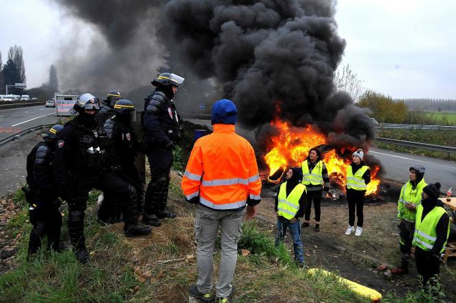 Des manifestants à Crespin, le 19 novembre.