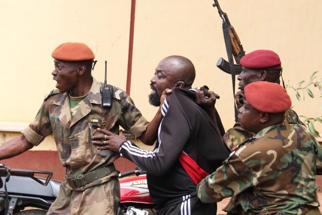Arrestation du député centrafricain Alfred Yekatom Rombhot, à Bangui, le 29octobre 2018.