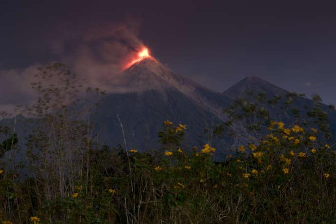 Le volcan de Fuego est entré en éruption, dimanche18 novembre, pour la cinquième fois cette année.