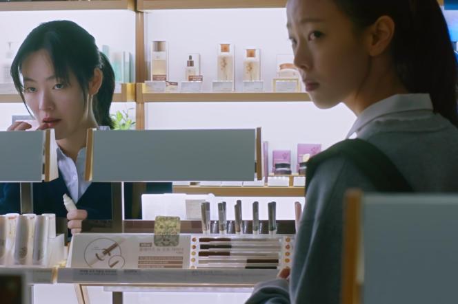 Jeon Yeo-bin (dans le rôle de Young-hee) et Jeon So-nee (Kyung-min) dans«After My Death», de Kim Ui-seok.