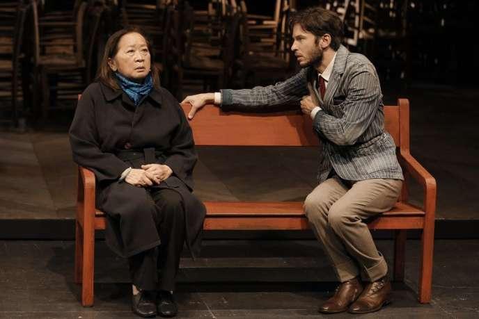 Hélène Patarot et Camille de La Guillonnière dans «Un instant», d'après Proust, mis en scène par Jean Bellorini au Théâtre Gérard-Philipe (Saint-Denis).