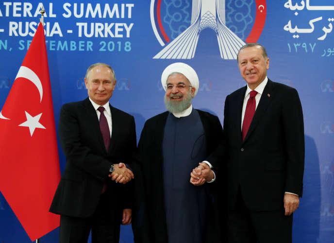 Le président russe, Vladimir Poutine, accompagné de ses homologues iranien, Hassan Rohani, et turc, Recep Tayyip Erdogan, à Téhéran, le 7 septembre 2018.