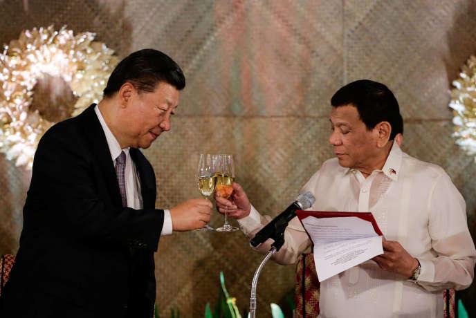 Xi Jinping et Rodrigo Duterte, à Manille, le 20 novembre.