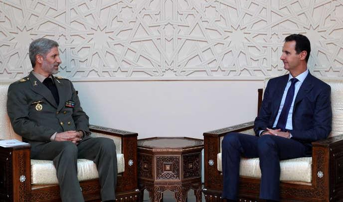 Le ministre de la défense iranien, Amir Hatami, avec Bachar Al-Assad, à Damas, le 26 août.