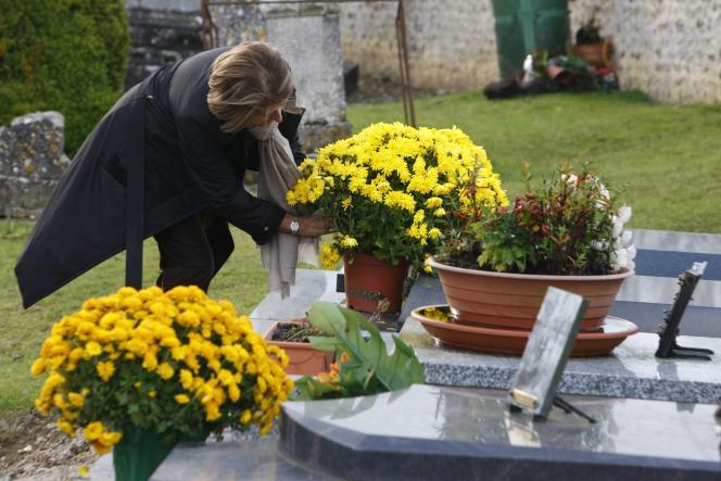 « Les héritiers (conjoint survivant, enfants …) n'auront pas d'impôt à payer en 2019 sur les revenus perçus par une personne décédée en 2018, à moins qu'elle n'ait eu des revenus exceptionnels» (Cimetière à Saint-Antonin-de-Sommaire).