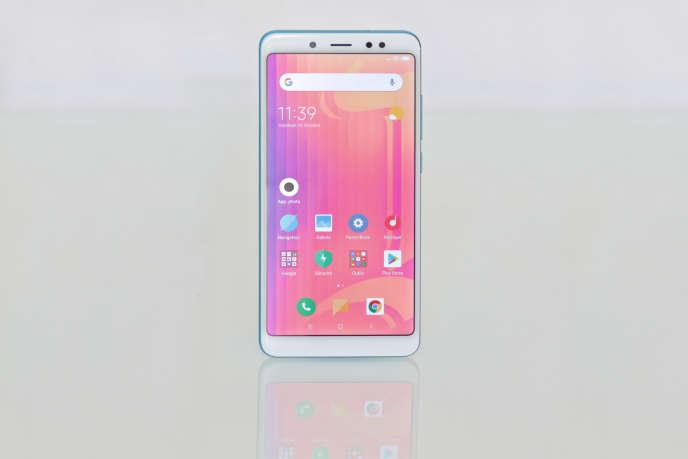 Xiaomi Redmi Note 5 – Ecran : LED – Surface d'affichage : 93 cm²– Largeur : 75 mm– Mémoire : 64 Go extensibles– Autonomie moyenne : près de 2 jours.