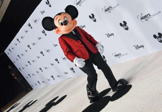 Une mascotte Mickey Mouse lors d'un spectacle spécial pour fêter ses 90 ans,à Los Angeles, le 6 octobre.