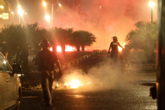 Violences urbaines dans le quartier du Chaudron à Saint-Denis de la Réunion, le 20 novembre.