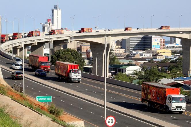 Le nouveau pont de Maputo, ouvert le 10 novembre, a coûté l'équivalent de 690 millions d'euros, financés à 85 % par un prêt chinois.