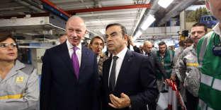 Thierry Bolloré et Carlos Ghosn, le 8 novembre, dans l'usine Renault de Maubeuge (Nord), le jour de la visite d'Emmanuel Macron.