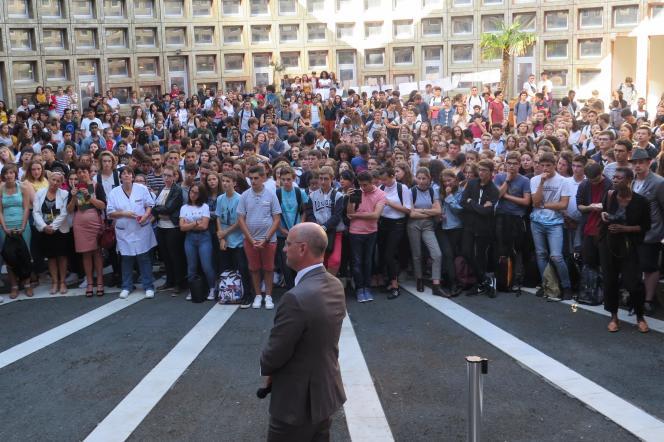 Le ministre de l'éducation, Jean-Michel Blanquer lors de sa visite au lycée pilote innovant et international de Jaunay-Marigny (Vienne), le 10 septembre.