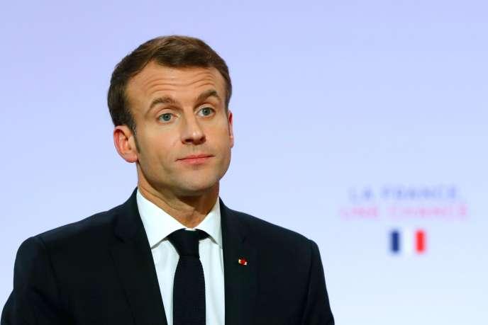 Le président Emmanuel Macron lors de son discours à l'Elysée devant 2 000 maires, le 21 novembre.