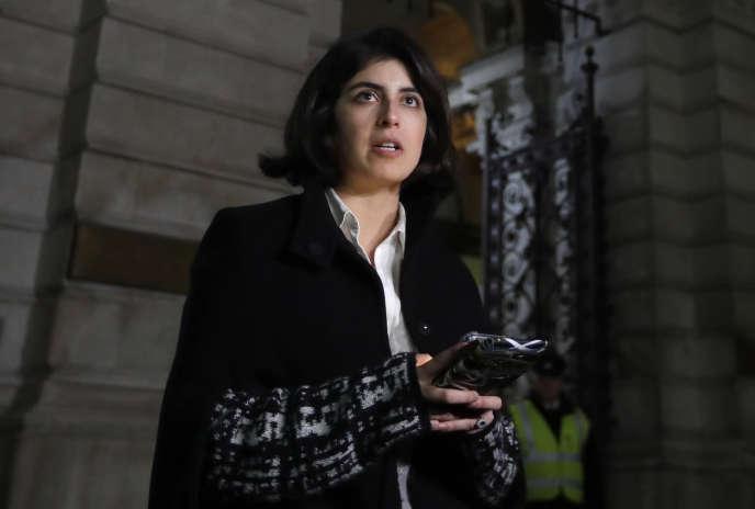 Daniela Tejada lit une déclaration à sa sortie du Foreign Office, où elle a été reçue le 22 novembre, à Londres.