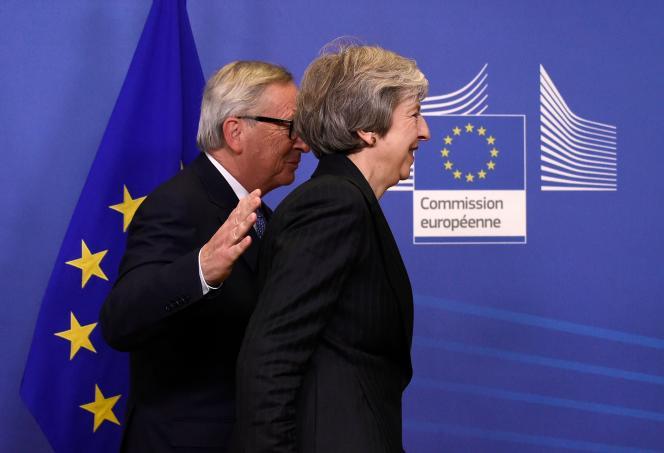 Theresa May et Jean-Claude Juncker à Bruxelles après leur rencontre du 21 novembre sur le Brexit.