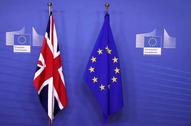 Avant la rencontre entre la première ministre britannique, Theresa May, et le président de la Commission européenne, Jean-Claude Juncker, à Bruxelles, le 21 novembre 2018.