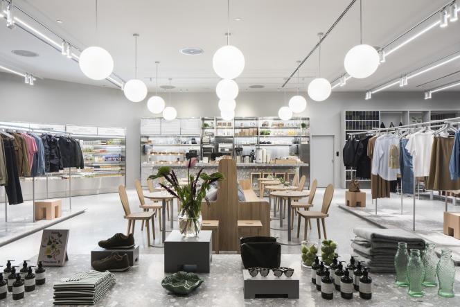 Depuisun an, Arket, la nouvelle enseigne premiumlancée par H&M,a ouvert une quinzaine de boutiques dansle monde.