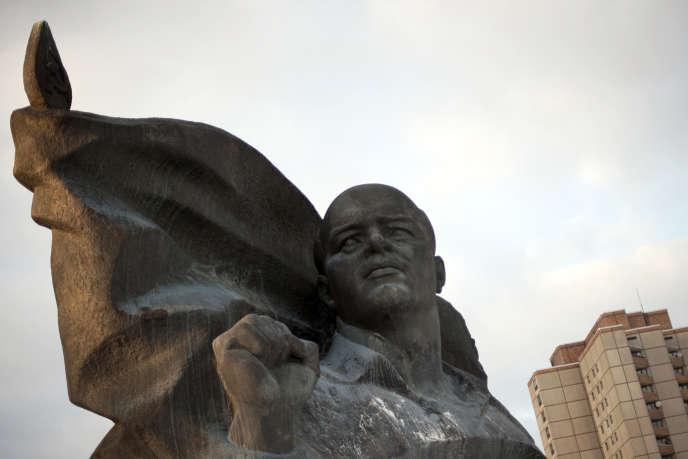 Le buste du dirigeant du Parti communiste d'Allemagne (KPD) en 1933,Ernst Thälmann, dans le quartier de Prenzlauer Berg, à Berlin, en 2012.