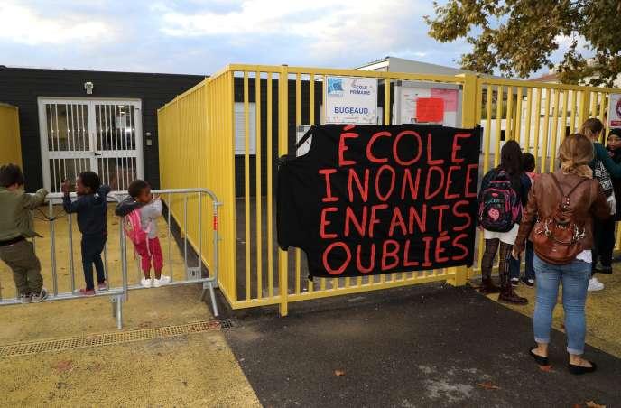 Devant l'école Bugeaud, à Marseille (3e), le 9 octobre.