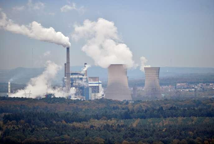Vue de la centrale électrique Emile-Huchet, exploitée par l'allemand Uniper, à Saint-Avold, le 31 octobre.