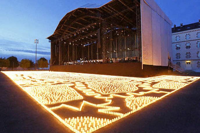Concert de commémoration du centenaire de la première guerre mondiale,«Les Lumières de la paix», par l'artiste catalan Muma, à Melun, lancé à l'initiative du conseil départemental de Seine et Marne.