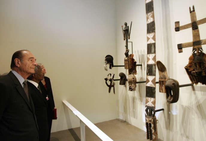Jacques Chirac au Musée des « arts premiers», futur Musée du quai Branly-Jacques Chirac, en juin 2006.
